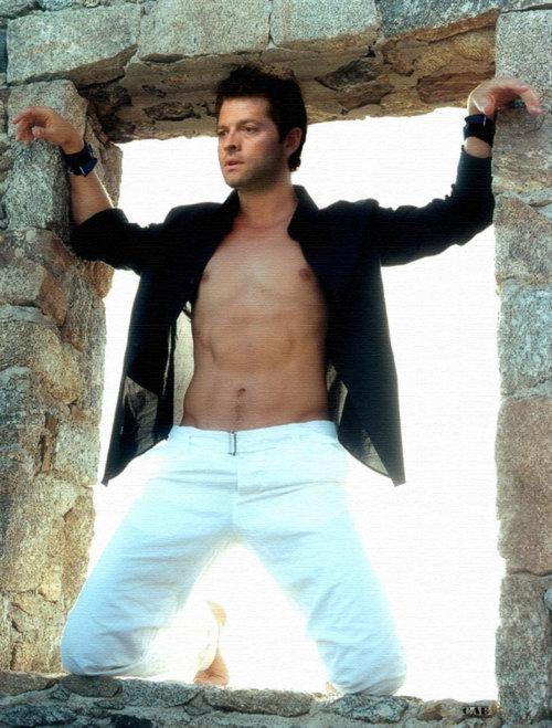 Pillados!!! Misha-shirtless-misha-collins-20778800-500-659