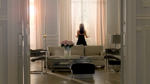 Natalie Portman wallpaper containing a living room, a family room, and a morning room entitled Miss Dior