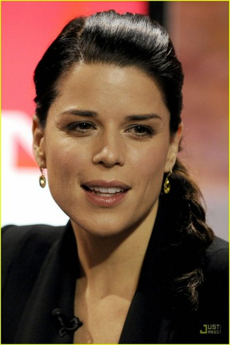 Neve Campbell: I'd Love to Adopt!