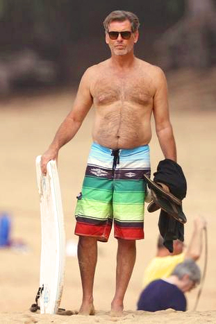 PIERCE BROSNAN IN BEACH.