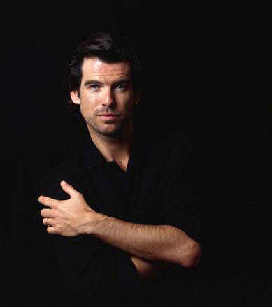 Pierce Brosnan Обои containing a portrait titled PIERCE BROSNAN IN BLACK.