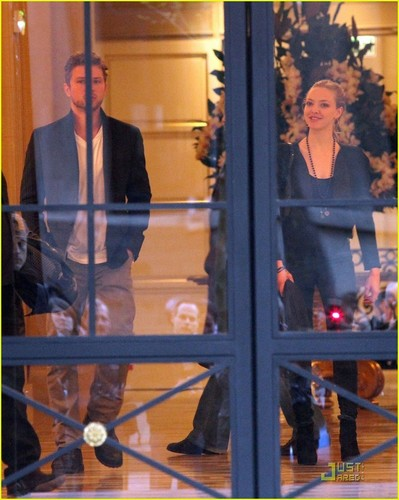 Ryan Phillippe & Amanda Seyfried: Cafe Constant Couple