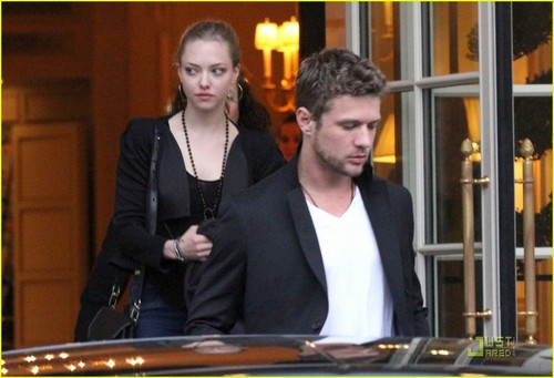 Ryan Phillippe & Amanda Seyfried: Cafe Constant Couple