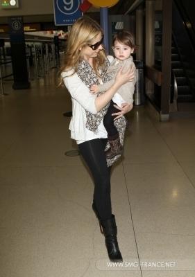 Sarah and পুডিংবিশেষ at LAX Airport - 4th April 2011
