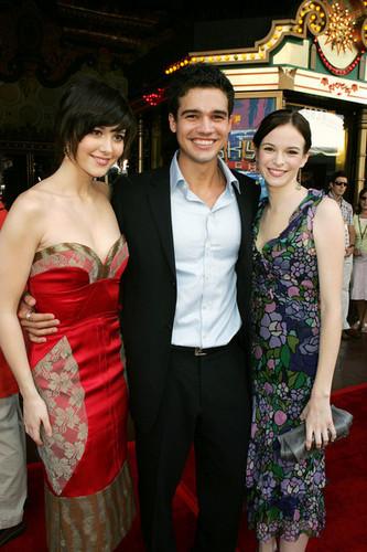 Mary Elizabeth Winstead, Steven & Danielle Panabaker @ 'Sky High' Premiere - 2005