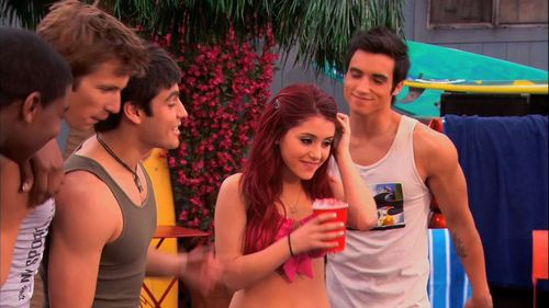 Ariana Grande wallpaper titled Victorious 1x08- Survival of the Hottest
