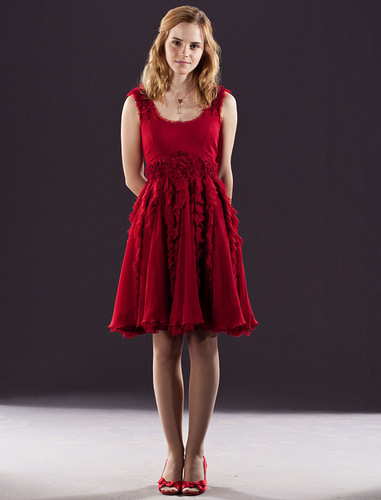 헤르미온느 그레인저 바탕화면 containing a 칵테일 dress entitled hermione granger in red dress from the wedding in harry potter 7