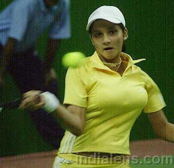 Tennis wallpaper with a tennis pro, a tennis racket, and a tennis player called sania breast