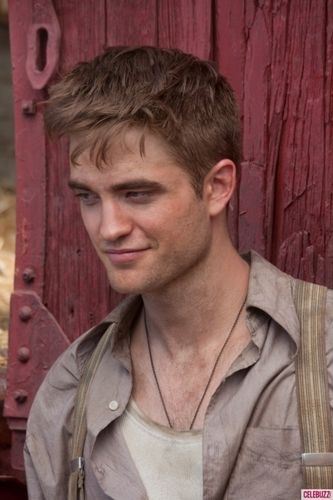 *New Stills* Water For Elephants