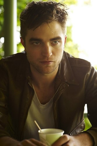 3 New Photoshoot Outtakes of Robert Pattinson