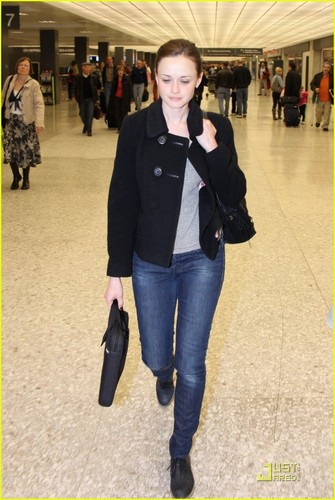 Alexis Bledel@Washington D.C. Airport