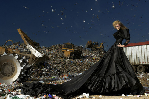 America's পরবর্তি শীর্ষ Model Cycle 16 Garbage Dump Photoshoot