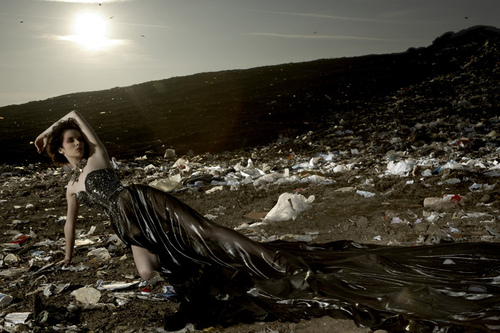 America's 下一个 最佳, 返回页首 Model Cycle 16 Garbage Dump Photoshoot