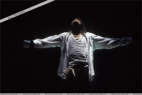 BAD TOUR PICS MJ