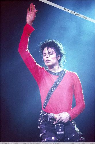 BAD TOUR PICS MJ