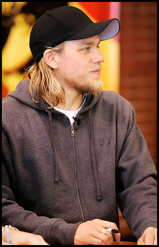 Sons Of Anarchy wallpaper containing a fedora and a boater entitled Charlie Hunnam