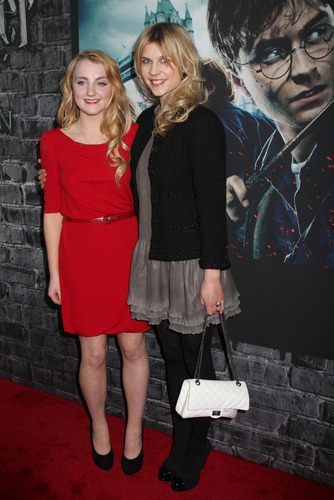 Evanna Lynch fondo de pantalla probably with a cleaver, a spatula, and a business suit entitled Deathly Hallows: Part I & NYC Exhibition premiere