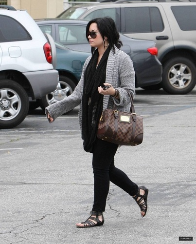 Demi - In Studio City - April 5th 2011 HQ