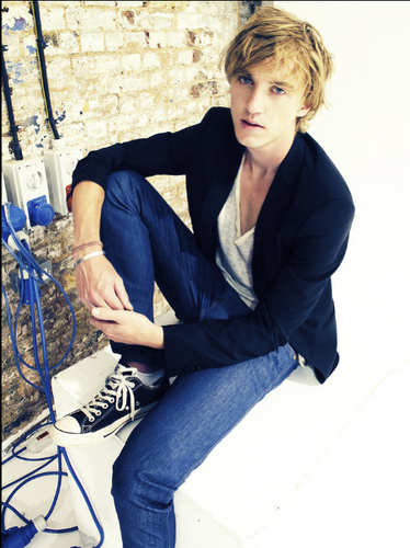 Tom Felton wallpaper probably with a sign, a well dressed person, and a living room titled Hot pics