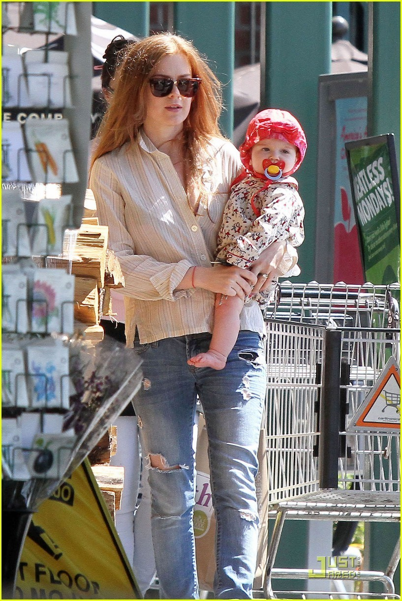 Isla Fisher: Groceries with Baby!