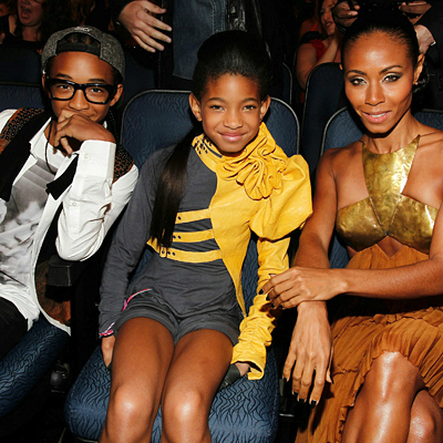 Willow Smith वॉलपेपर probably containing a hip boot called Jaden, Willow & Jada :)