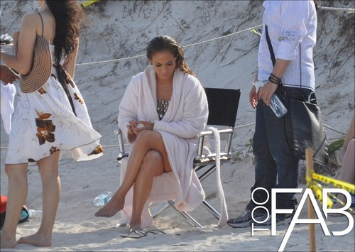 "Jennifer filming the ""I'm into you"" संगीत video with William Levy - 03 April 2011"