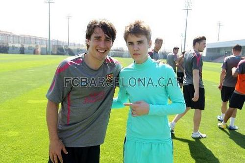 Justin Bieber trains with Barça