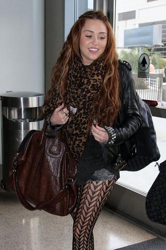 Miley - At Lax Airport (7th April 2011)