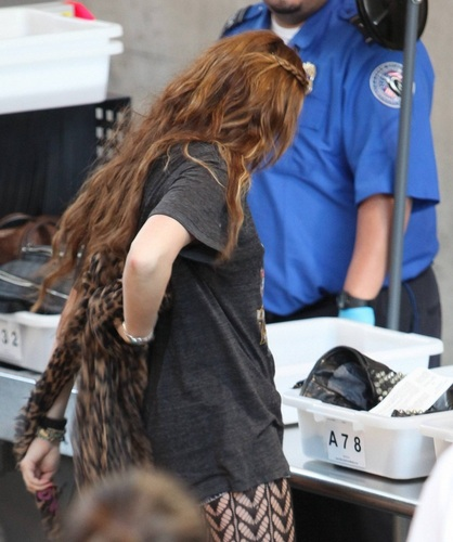 Miley - At Lax Airport (7th April 2011)