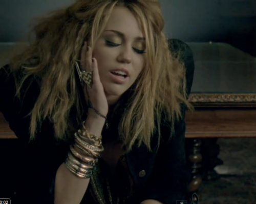 Miley-Sexy Who Owns My Heart? muziek Video!