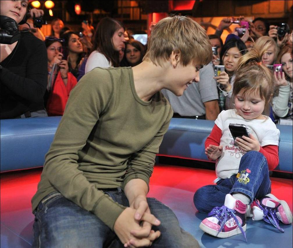 Pictures of Justin Bieber And His Sister Bieber Watching His Sister