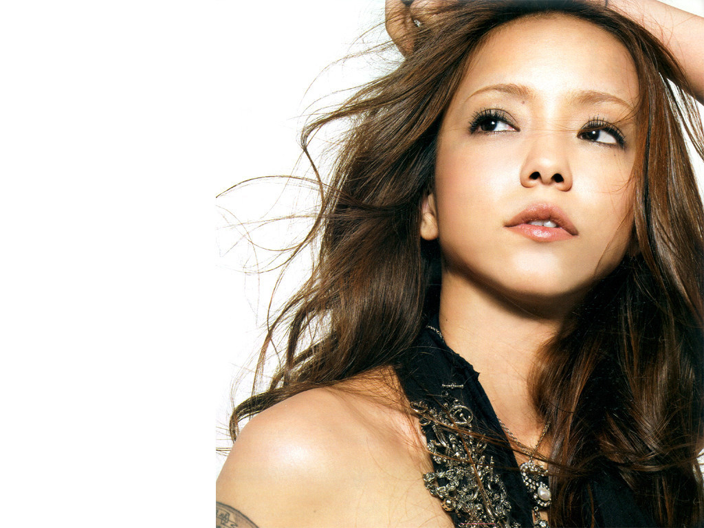 http://images4.fanpop.com/image/photos/20800000/namie-queen-namie-amuro-20819969-1024-768.jpg