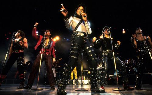 la robot dance de Michael Jackson fond d'écran with a concert called wbss