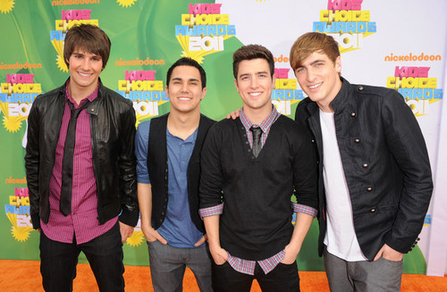 06.BTR on the оранжевый carpet of KCA 2011