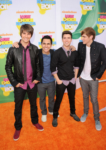 08.BTR on the оранжевый carpet of KCA 2011