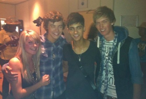 1D = Heartthrobs A Fan, Harry, Zayn & Mark Selley Behind The Scenes (Very Rare Pic) 100% Real :) ♥