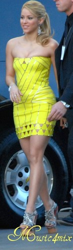 Shakira wallpaper called 20 cm high heels
