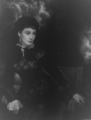 Vivien Leigh wallpaper possibly containing a well dressed person, a hip boot, and an outerwear titled Anna Karenina