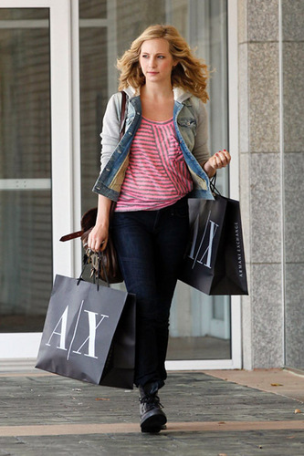 Armani Exchange Shopper (12.04.2011)