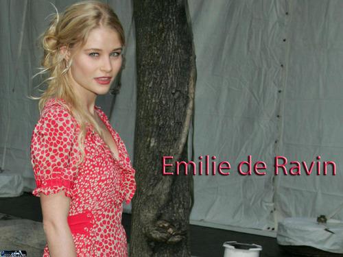 Emilie de Ravin