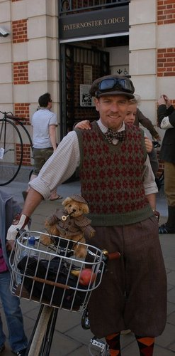 Ewan McGregor achtergrond titled Ewan at Tweed run, London