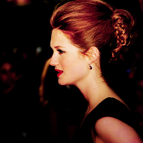 Bonnie Wright wallpaper probably containing a portrait called Fan Art