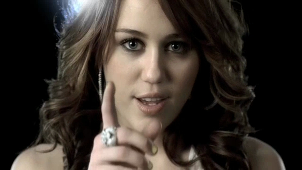 http://images4.fanpop.com/image/photos/20900000/Fly-On-The-Wall-miley-cyrus-20957747-1248-704.jpg