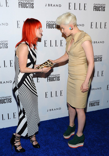 Hayley attending Elle's Women In موسیقی کنسرٹ
