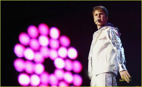 Justin Bieber: D&G dhahabu Guy