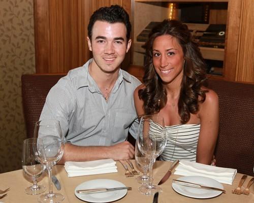 kevin jonas 2011. Kevin e Danielle 2011