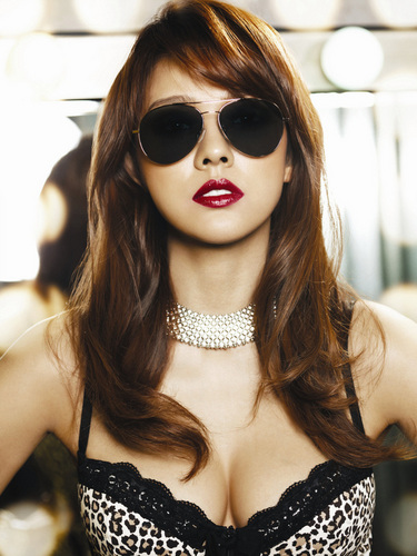 Girl Power K-Pop fond d'écran with sunglasses titled Lee hyori