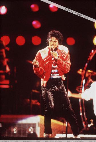 MJ's beat it live