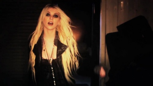 Taylor Momsen achtergrond called Make Me Wanna Die - The Pretty Reckless