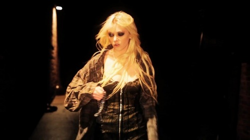 Taylor Momsen Hintergrund possibly with a konzert entitled Make Me Wanna Die - The Pretty Reckless